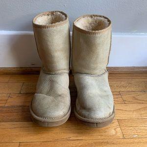UGG Australia classic short boots, Sz W8